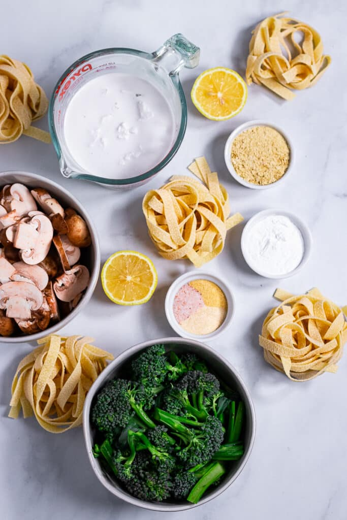 Ingredients for the pasta in bowls